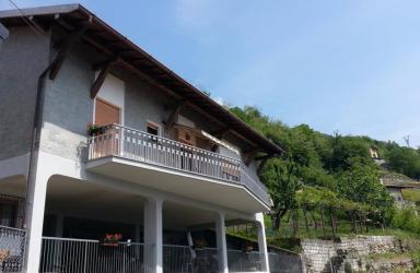 In comune di Montemezzo a 500 mt dal lago: Immagine Elenchi