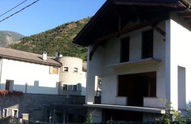 Tirano Casa libera 4 lati posta su 2 piani: Immagine Elenchi